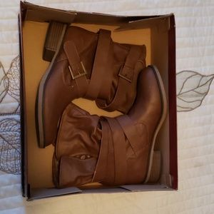 Brown leather boots/ankle height